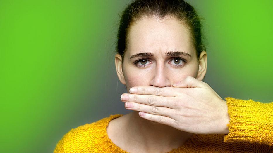 a szájból érkező bűzös szagtól